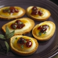 Crme de Brie Mango-Cranberry Crostini