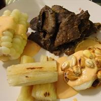 Anticuchos con crema de Rocoto (Peruvian beef heart kabob & spicy cream)