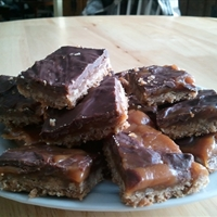 Caramel Pecan Turtle Bars