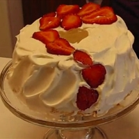 Elegant and Dramatic Strawberry Cream Cake