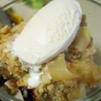 Fuji Apple Crisp w Vanilla Ice Cream