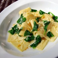 Handkerchiefs with Spinach, Garlic And Pecorino Cheese