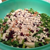 Juicy Pear and Blue Cheese Salad