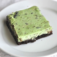 Mint Chocolate Chunk Cheesecake Bars
