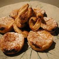 Pasteis de Nata (Portuguese Custard Tarts)