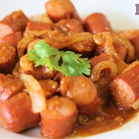 Quick Mexican hot dog stew (Salchichas guisadas)