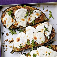 Sauteed aubergines with mozzarella