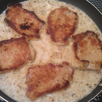 Skillet Pork Chops with Mushroom Gravy