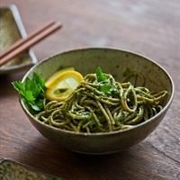 Soba noodles with pesto chicken and mushrooms