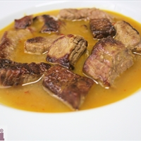 Steak in tomatillo sauce (Carne entomatada)