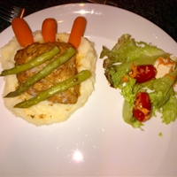 Suni's: Grilled Salmon Steak with Veggies & Mash
