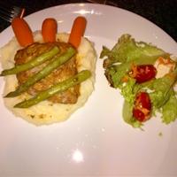 Suni's: Grilled Salmon Steak with Veggies & Mash
