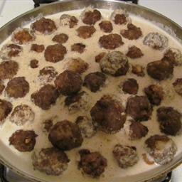 Andalusian Meat Balls with Almond Sauce