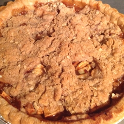 Apple Cinnamon Streusel Pie