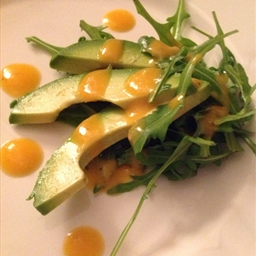 Avocado and arugula salad with papaya dressing