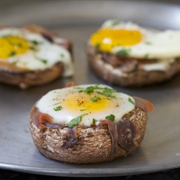 Baked Eggs in Portobello Mushroom Caps