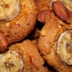Banana-and-almond-topped peanut butter cookies