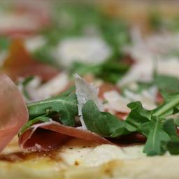 Bone Suckin' Fig, Prosciutto, and Arugula Pizza