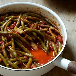 Braised Green Beans with Garlic and Tomato