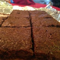 Brownie-macadamia nut shortbread bars