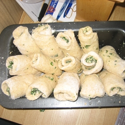 Cheese and Basil Pullapart