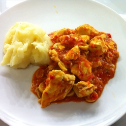 Chicken braised with red peppers