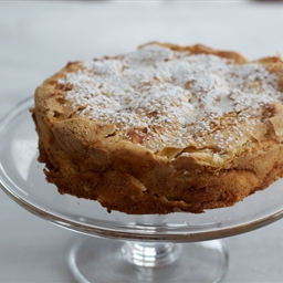 Classic apple cake (Sharlotka)