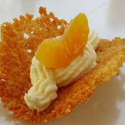 Csipkés tésztakosárkák mascarponéval és szirupos mandarinna
