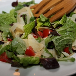 Goose Creek Pear and Blue Cheese Salad with Shallot Dressing