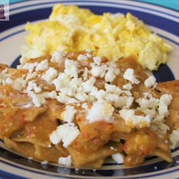 Green chilaquiles (Chilaquiles verdes)