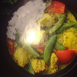 Hearty chicken curry with rice