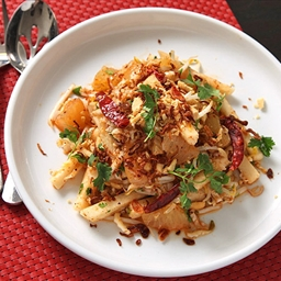 Jicama and Pomelo Salad with Spicy Thai Dressing (Vegan)