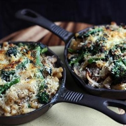 Macaroni with mushrooms and sprouting broccoli