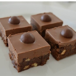 how to make malteser and mars bar slice
