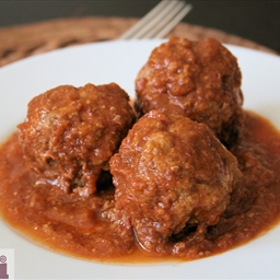 Meatballs with pork rinds in chipotle sauce (Albondigas con chicharron)