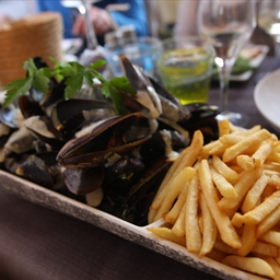 Moules (Mussels) Marinieres Et Frites