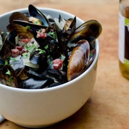 Mussels with cider, leeks and pancetta