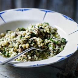 Pearl barley with spinach and pork mince