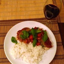 Peito de Frango no Forno com Presunto, Tomate e Manjericão