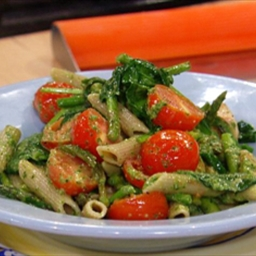 Pesto Pasta with Spinach, Asparagus, and Cherry Tomatoes