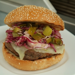 Pickleslaw Cheese Burger