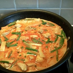 "Red Chicken Curry ""Gaeng Phed Gai"""