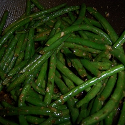 Sauteed Green Beans with Garlic and Herbs