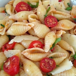 Seashells with Basil, Tomatoes, and Garlic