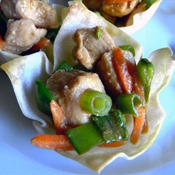 Sesame Chicken Wonton Cups