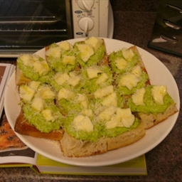 Smashed Peas and Mozzarella on Toast with Romano