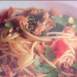Spaghetti all' acciughe e tonno