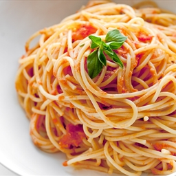 Spaghetti and bottled pasta sauce