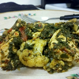 Spinach Curry with Chicken and Cauliflower