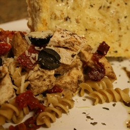 Whole Grain Rotini with Balsamic Chicken & Sun Dried Tomatoes